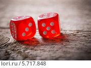 Купить «Игральные кубики на деревянном фоне», фото № 5717848, снято 10 марта 2014 г. (c) Майя Крученкова / Фотобанк Лори