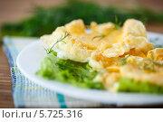 Купить «Желток, запеченный во взбитом белке под сыром», фото № 5725316, снято 15 марта 2014 г. (c) Peredniankina / Фотобанк Лори