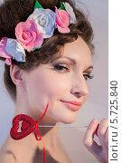 Купить «Портрет девушки с цветами», фото № 5725840, снято 2 марта 2014 г. (c) Наталья Степченкова / Фотобанк Лори
