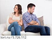 Купить «поссорившаяся пара», фото № 5726112, снято 12 октября 2013 г. (c) Андрей Попов / Фотобанк Лори