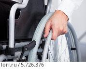 Человек в инвалидной коляске. Стоковое фото, фотограф Андрей Попов / Фотобанк Лори