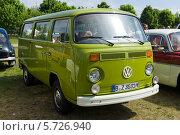 Купить «Микроавтобус Volkswagen Type2 (T2)», фото № 5726940, снято 19 мая 2013 г. (c) Sergey Kohl / Фотобанк Лори
