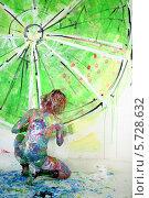 Купить «Полуобнаженная девушка, испачканная в краске, рисует лайм на стене», фото № 5728632, снято 11 мая 2013 г. (c) Losevsky Pavel / Фотобанк Лори