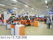 Сотрудники работают в офисном помещении информационного агентства «РИА Новости», 5 марта 2013 года, Москва, Россия, фото № 5728908, снято 5 марта 2013 г. (c) Losevsky Pavel / Фотобанк Лори