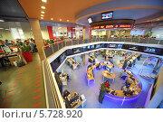 Купить «Сотрудники в двухэтажном офисе здания «РИА Новости»», фото № 5728920, снято 5 марта 2013 г. (c) Losevsky Pavel / Фотобанк Лори