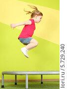 Купить «Девочка  прыгает на батуте», фото № 5729240, снято 10 марта 2013 г. (c) Losevsky Pavel / Фотобанк Лори