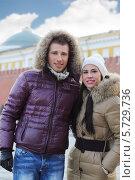Купить «Красивая молодая пара на Красной площади», фото № 5729736, снято 19 февраля 2013 г. (c) Losevsky Pavel / Фотобанк Лори