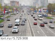Движение автомобилей по Щелковскому шоссе 5 мая 2013, фото № 5729908, снято 5 мая 2013 г. (c) Losevsky Pavel / Фотобанк Лори