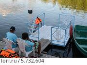 Купить «Спокойное дежурство спасателей у водоёма», фото № 5732604, снято 19 июля 2013 г. (c) Ольга Коцюба / Фотобанк Лори