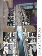 Купить «Технологическая линия по производству молока в упаковке Tetra-Pak», фото № 5733072, снято 18 сентября 2013 г. (c) Александр Замараев / Фотобанк Лори