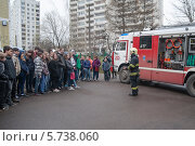 Купить «Урок пожарной безопасности в школе», эксклюзивное фото № 5738060, снято 30 апреля 2013 г. (c) Сайганов Александр / Фотобанк Лори