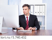 Бизнесмен работает за компьютером. Стоковое фото, фотограф Андрей Попов / Фотобанк Лори