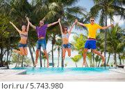 Купить «Счастливые молодые люди прыгают на пляже на фоне пальм», фото № 5743980, снято 31 августа 2013 г. (c) Syda Productions / Фотобанк Лори