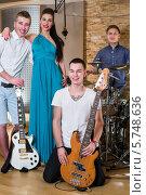 Купить «Музыкальная группа из трех парней и одной девушки в студии звукозаписи с музыкальными инструментами», фото № 5748636, снято 25 декабря 2012 г. (c) Losevsky Pavel / Фотобанк Лори