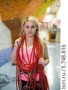 Купить «Портрет девушки с красными веревками на шее на фоне стены скалдрома», фото № 5748816, снято 5 декабря 2012 г. (c) Losevsky Pavel / Фотобанк Лори