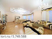 Купить «Интерьер роскошной гостиной в классическом стиле», фото № 5749588, снято 16 января 2013 г. (c) Losevsky Pavel / Фотобанк Лори
