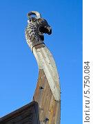 Купить «Выборг, нос ладьи викингов на набережной залива Ковш», фото № 5750084, снято 28 августа 2013 г. (c) Ольга Остроухова / Фотобанк Лори