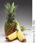 Купить «свежий ананас», фото № 5751392, снято 17 июля 2019 г. (c) Food And Drink Photos / Фотобанк Лори