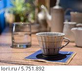 Фарфоровая чашка на голубой салфетке. Стоковое фото, фотограф Онипенко Михаил / Фотобанк Лори