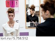Купить «В гримерной моделей на Неделе моды в Гостином дворе города Москвы», фото № 5758512, снято 30 марта 2014 г. (c) Николай Винокуров / Фотобанк Лори