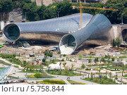 Купить «Строительство концертного зала в парке Рике в Тбилиси.Грузия», фото № 5758844, снято 9 августа 2013 г. (c) Олег Хархан / Фотобанк Лори