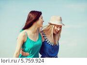 Купить «Две жизнерадостные подруги идут, обняв друг друга за талию», фото № 5759924, снято 4 июля 2013 г. (c) Syda Productions / Фотобанк Лори