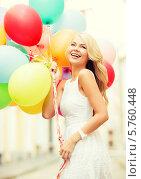 Купить «Праздничное настроение. Радостная блондинка со связкой разноцветных воздушных шариков», фото № 5760448, снято 14 июля 2013 г. (c) Syda Productions / Фотобанк Лори