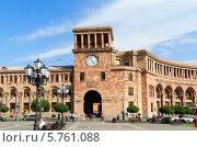 Купить «Дом Правительства на центральной площади Республики. Ереван. Армения», фото № 5761088, снято 4 июля 2013 г. (c) Евгений Ткачёв / Фотобанк Лори