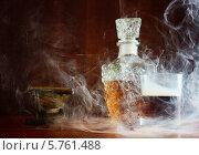 Коньяк в табачном дыму. Стоковое фото, фотограф Дмитрий Бодяев / Фотобанк Лори