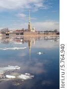 Купить «Весенний ледоход на Неве на фоне Петропавловского собора, Санкт-Петербург», фото № 5764940, снято 14 апреля 2010 г. (c) Смелов Иван / Фотобанк Лори