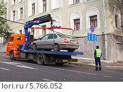 Эвакуация автомобиля в Казани (2013 год). Редакционное фото, фотограф Виктория Чеканова / Фотобанк Лори