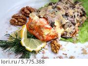 Блюдо с красной рыбой под грибным соусом. Стоковое фото, фотограф Ирина Еськина / Фотобанк Лори