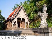 Купить «У храма Ват Пра Тхат Пу Кхао. Северный Таиланд», фото № 5776260, снято 13 января 2014 г. (c) Виктор Карасев / Фотобанк Лори