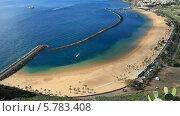 Вид сверху на искусственный пляж Тереситас на острове Тенерифе, Канарские острова (2014 год). Стоковое видео, видеограф Roman Likhov / Фотобанк Лори