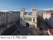 Купить «Вид с крыши на немецкую протестантскую церковь Святого Петра, Санкт-Петербург», фото № 5786260, снято 28 апреля 2013 г. (c) Смелов Иван / Фотобанк Лори