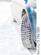 Купить «Колесо автомобиля с зимними шинами», фото № 5786580, снято 16 января 2014 г. (c) Syda Productions / Фотобанк Лори