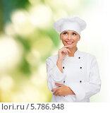 Симпатичная девушка в белом поварском колпаке о чем-то думает, улыбаясь. Стоковое фото, фотограф Syda Productions / Фотобанк Лори