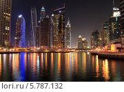 Купить «ОАЭ. Ночной Дубай. Современный городской пейзаж. Небоскребы в районе Dubai Marina», фото № 5787132, снято 27 февраля 2014 г. (c) Яна Королёва / Фотобанк Лори