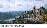 Купить «Испания, каталония. средневековая башня на фоне горной реки», фото № 5792972, снято 28 сентября 2013 г. (c) Андрей Горбачев / Фотобанк Лори