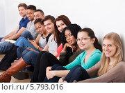 Купить «улыбающиеся студенты сидят в ряд», фото № 5793016, снято 2 февраля 2014 г. (c) Андрей Попов / Фотобанк Лори