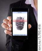 Купить «деловая женщина показывает сканирование отпечатка пальца на телефоне», фото № 5793416, снято 5 января 2014 г. (c) Андрей Попов / Фотобанк Лори