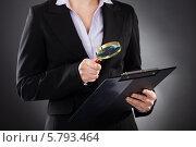 Купить «деловая женщина смотрит документ в через лупу», фото № 5793464, снято 5 января 2014 г. (c) Андрей Попов / Фотобанк Лори