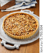 Купить «домашний фруктовый пирог, посыпанный орехами», фото № 5793504, снято 22 апреля 2019 г. (c) Food And Drink Photos / Фотобанк Лори