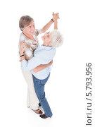 Купить «пожилая пара танцует», фото № 5793956, снято 23 ноября 2013 г. (c) Андрей Попов / Фотобанк Лори