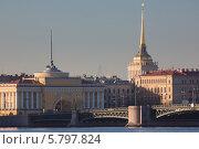 Купить «Адмиралтейство и Дворцовый мост, Санкт-Петербург», фото № 5797824, снято 10 апреля 2014 г. (c) Смелов Иван / Фотобанк Лори