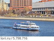 Купить «Начало туристической навигации на Москве-реке (11 апреля 2014 года)», фото № 5798716, снято 11 апреля 2014 г. (c) Владимир Сергеев / Фотобанк Лори