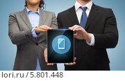 Купить «Мужчина и женщина в строгих деловых костюмах вместе держат в руках планшетный компьютер», фото № 5801448, снято 12 декабря 2013 г. (c) Syda Productions / Фотобанк Лори