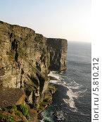 Скалистый берег океана. Стоковое фото, фотограф Хельга Танг / Фотобанк Лори