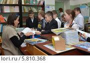 Купить «Дети в школьной библиотеке», эксклюзивное фото № 5810368, снято 20 января 2014 г. (c) Вячеслав Палес / Фотобанк Лори