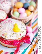 Купить «Пасхальный кулич и крашеные яйца», фото № 5810952, снято 4 мая 2013 г. (c) Елена Поминова / Фотобанк Лори